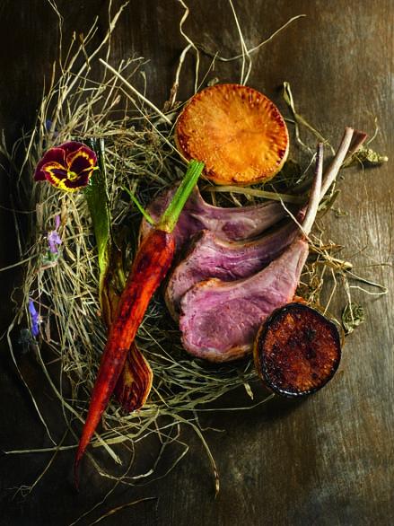 Agneau du Limousin cuit au foin, légumes rôtis au vinaigre de pomme
