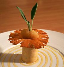 Foie gras du Sud-Ouest mi cuit, pulpe d'ananas parfumée à la sauge