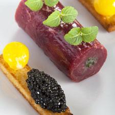 «L'Aquitaine», en carpaccio de bœuf de Bazas et grains de caviar primeur