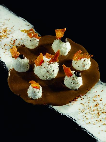 Douceur chocolatée, île flottante coco, pépites et biscuit noisette