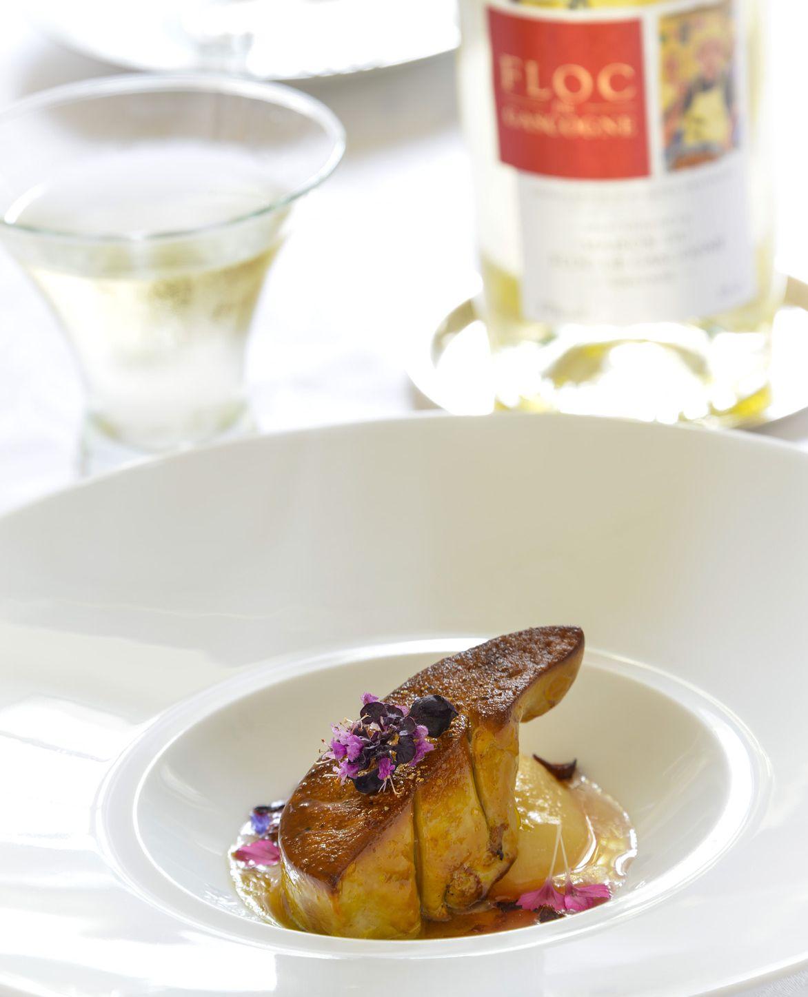 Foie Gras de Canard rôti, pêches pochées au floc de Gascogne blanc