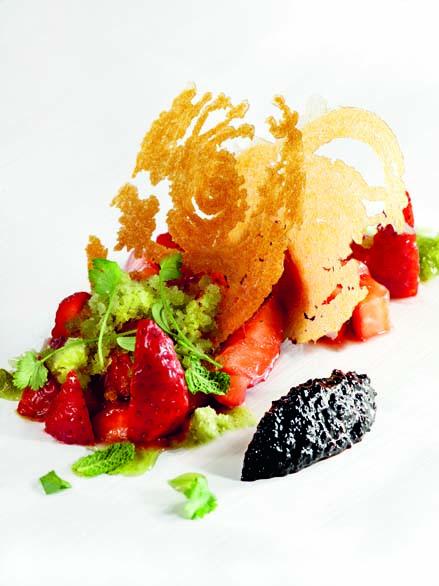 Millefeuilles de fraises Label Rouge et granité aux herbes potagères