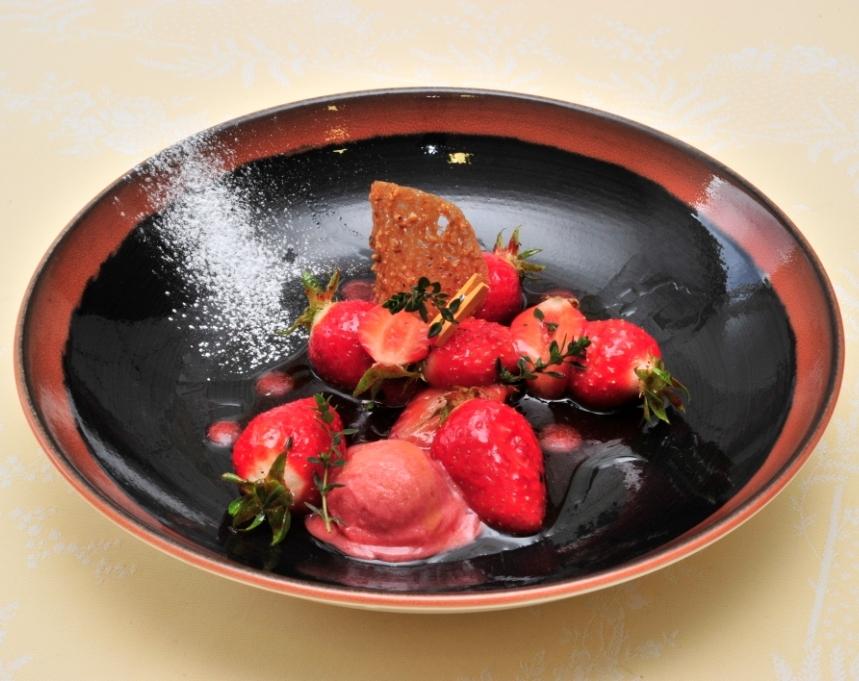 Fraises Gariguette Label Rouge rôties au thym citron et sorbet Gariguette