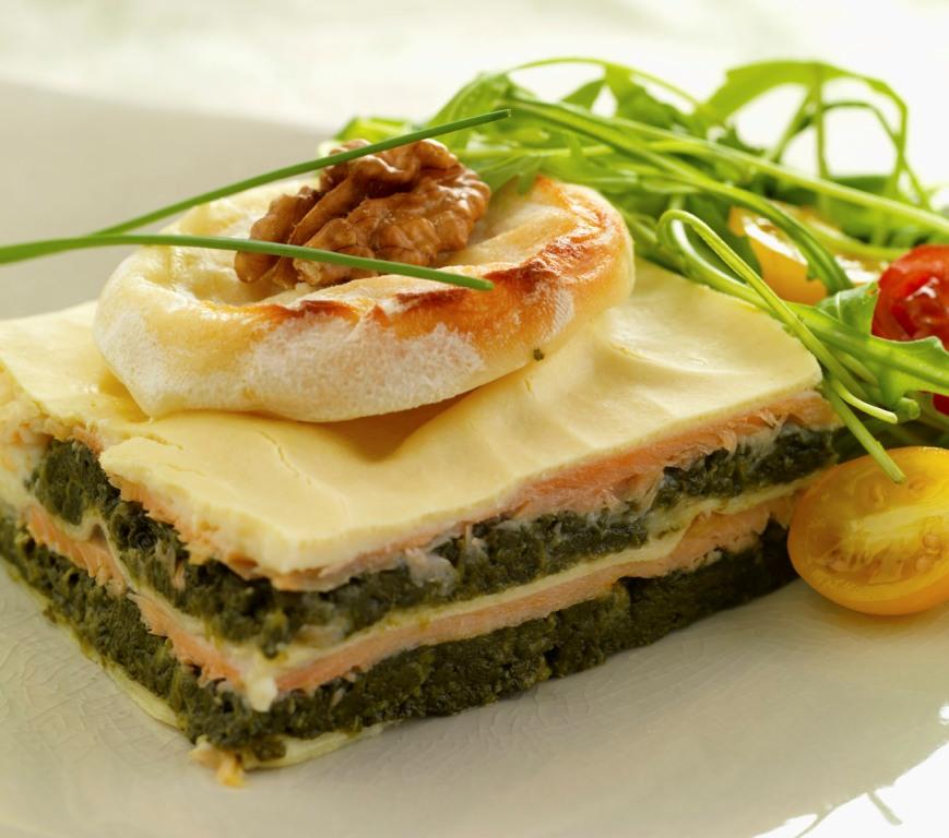 Lasagnes épinards-saumon au cabécou et noix du Périgord