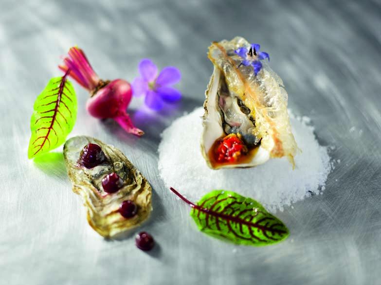 Huître d'Hossegor, vinaigrette de pied de veau, betterave rouge