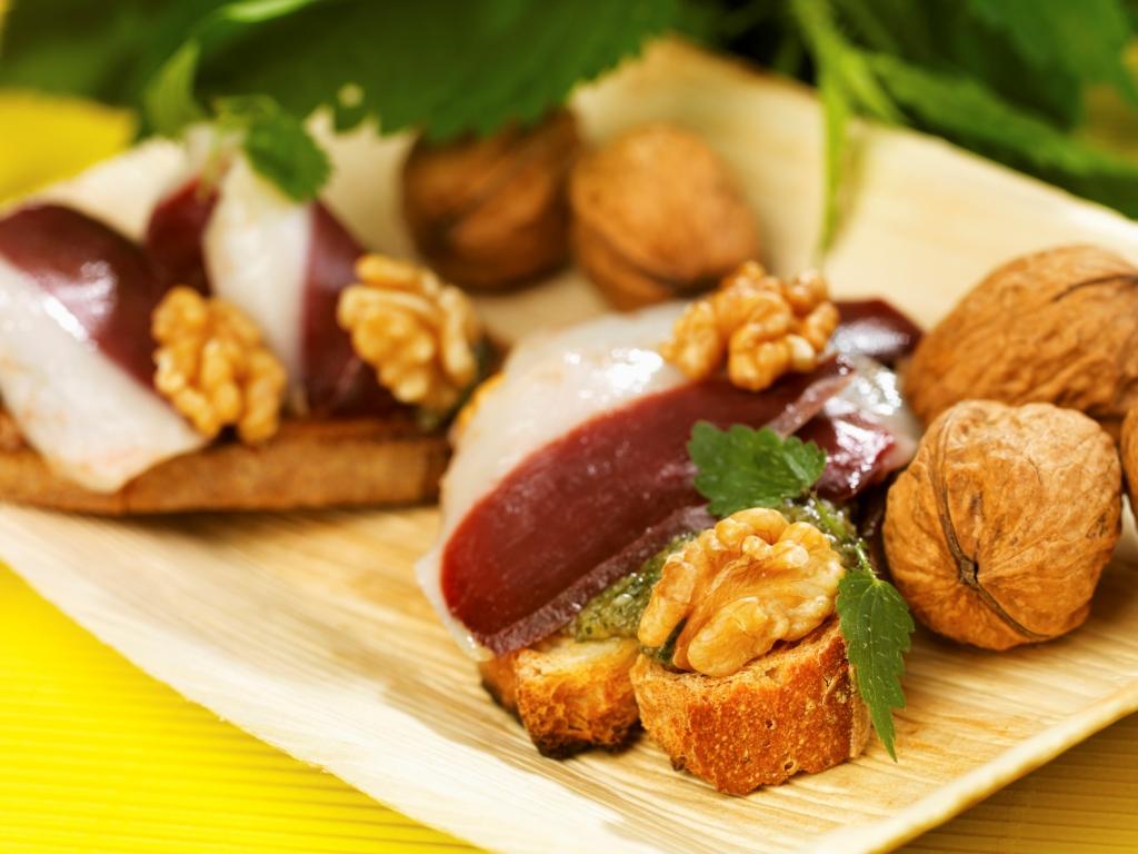Pan pistou Noix du Périgord, orties et magret fumé