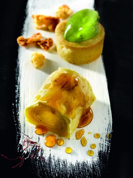 Pommes du Limousin confites au miel du châtaignier, sorbet à l'oseille sauvage