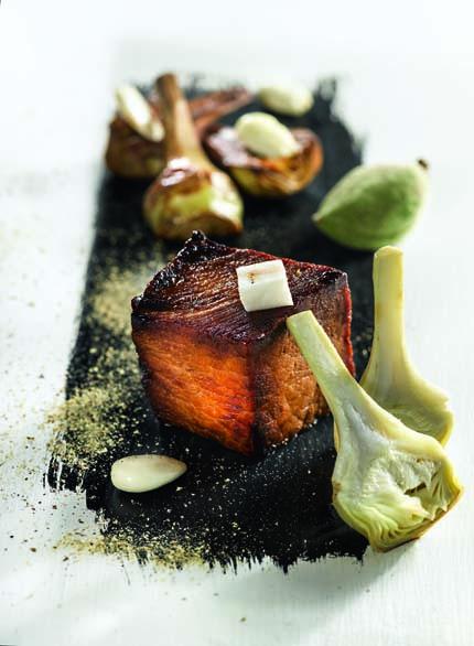 Porc du Limousin caramélisé, artichaut, amande, réglisse