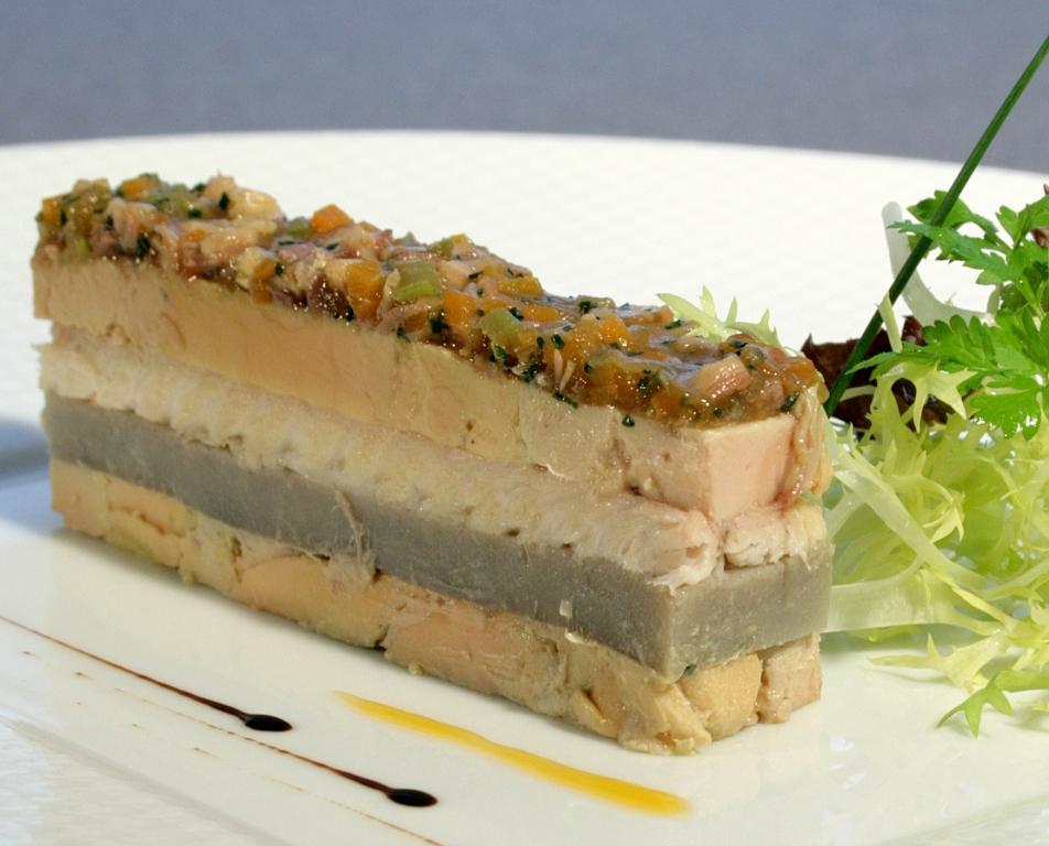 Pressé de foie gras de canard des Landes aux artichauts et anguille fumée