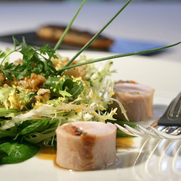 Salade de râble de lapereau, tartine gourmande de foie et noix du Périgord