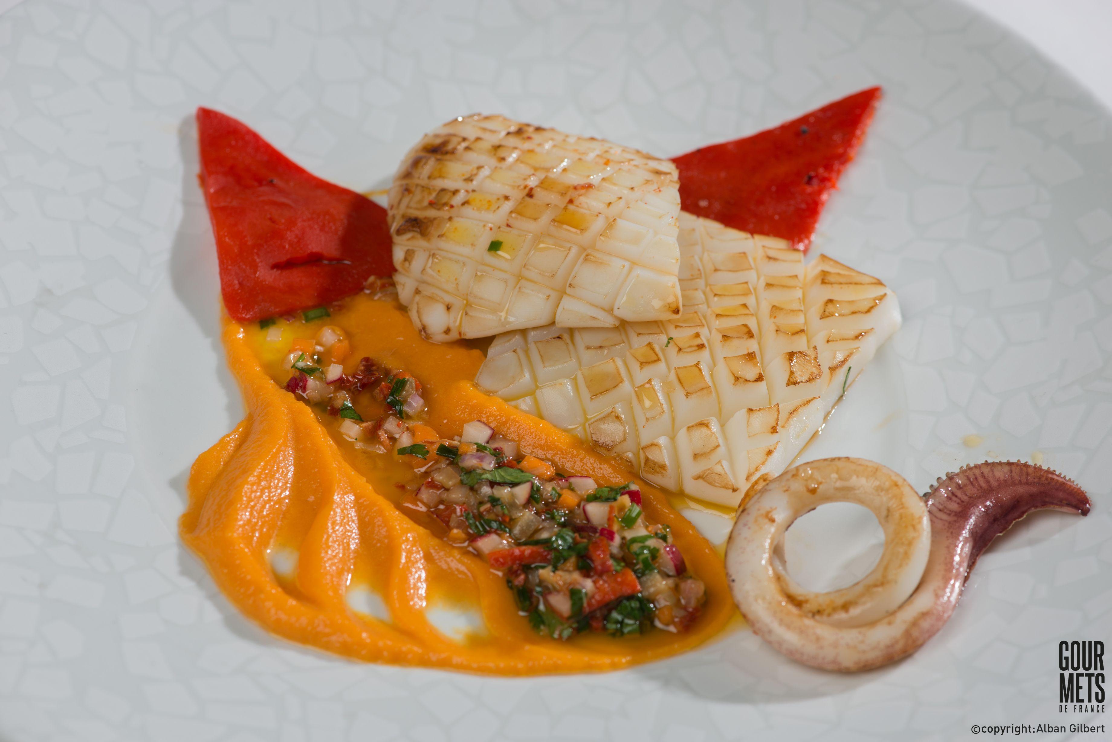 Blanc de seiche à la plancha sauce vierge au citron confit potimarron et piquillos
