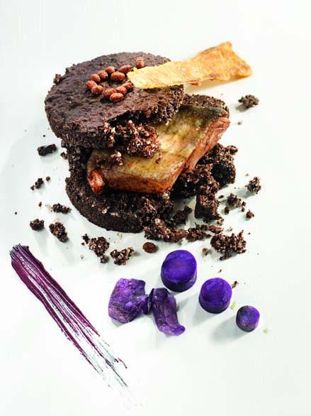 Lieu jaune cuit en croûte de sel Salies-De-Béarn cacao et jus de madiran