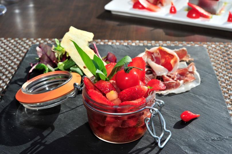 Tartare de fraises Ciflorette et Gariguette Label Rouge et tomates au basilic