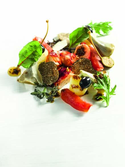 Truffes du Périgord homard bleu rôti, artichaut violet, pommes de terre rattes cuites aux aromates, parmesan et fleur de sel
