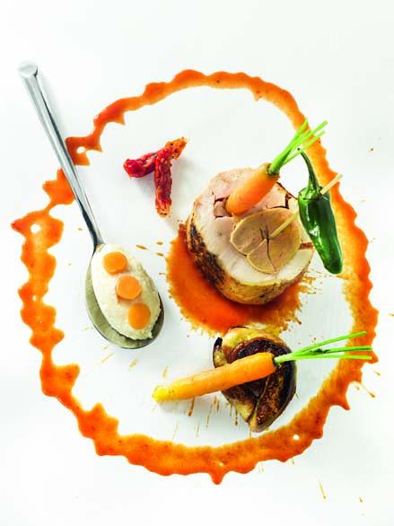 Ballottine de chapon de Grignols et foie gras frais polenta moelleuse, jus de tomate aigre-doux