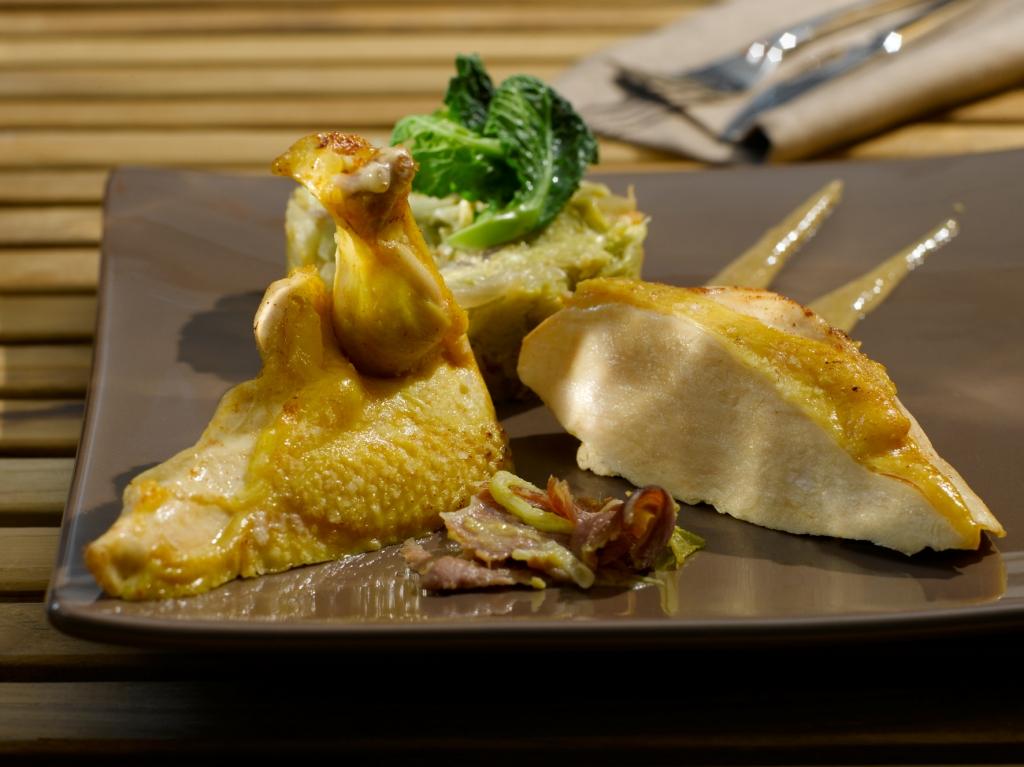 Suprême de volaille du Périgord, compote de choux vert et mousseline de foie gras du Sud-Ouest