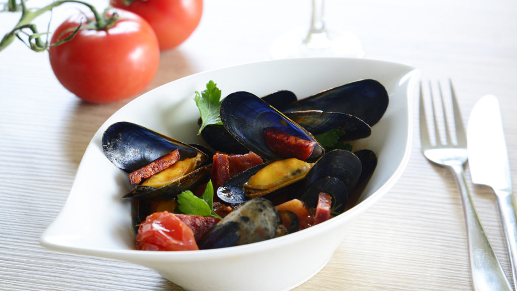 Moules au chorizo et tomates poêlées