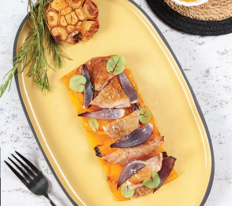 Epaule de chevreau rôtie à l'ail et butternut