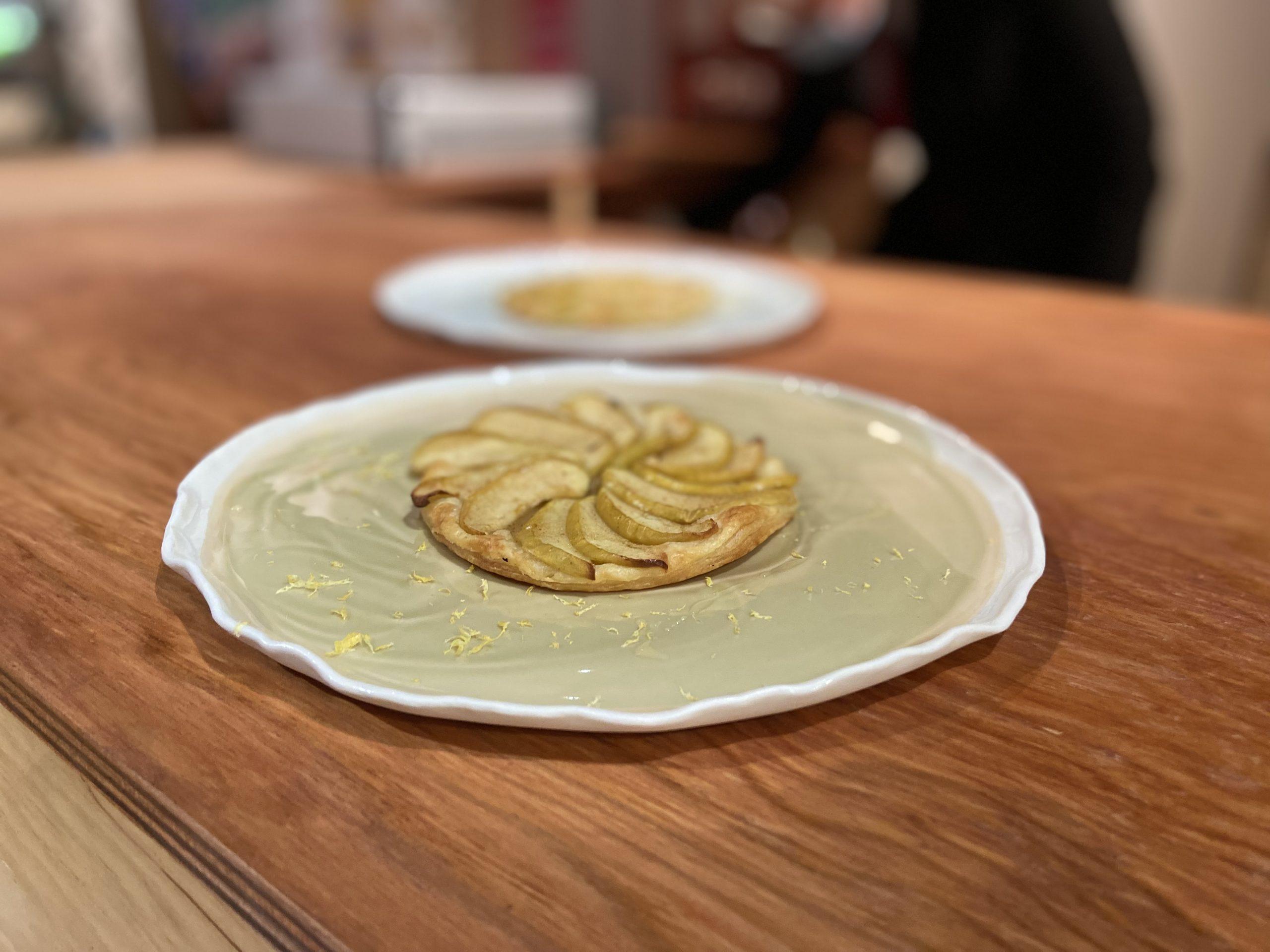 Tarte fine aux pommes du Limousin AOP, miel et beurre safrané